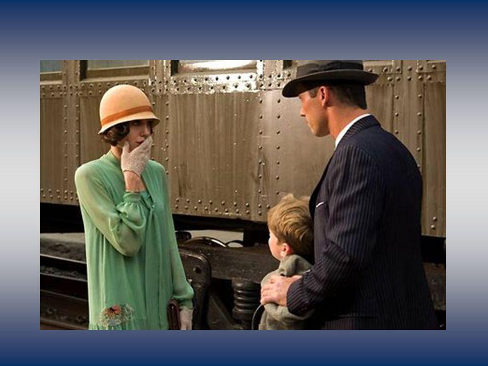 Los Angeles, 1928. Un matin, Christine dit au revoir à son fils Walter et part au travail.
