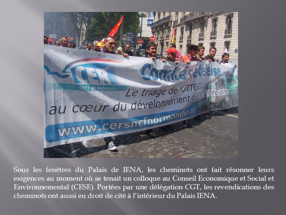 Sous les fenêtres du Palais de IENA, les cheminots ont fait résonner leurs exigences au moment où se tenait un colloque au Conseil Economique et Social et Environnemental (CESE).
