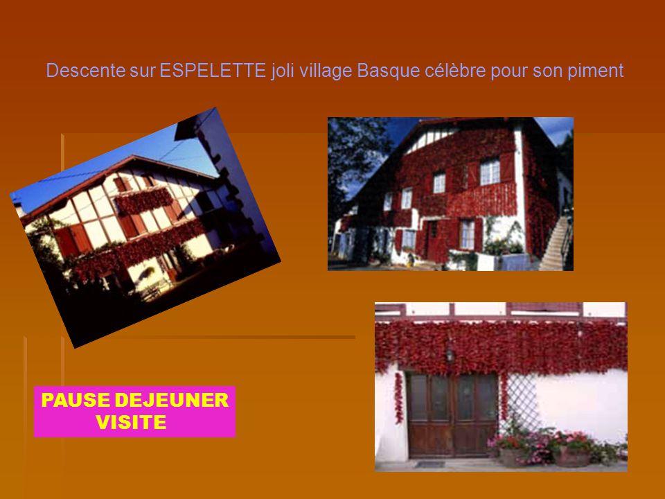 Descente sur ESPELETTE joli village Basque célèbre pour son piment PAUSE DEJEUNER VISITE
