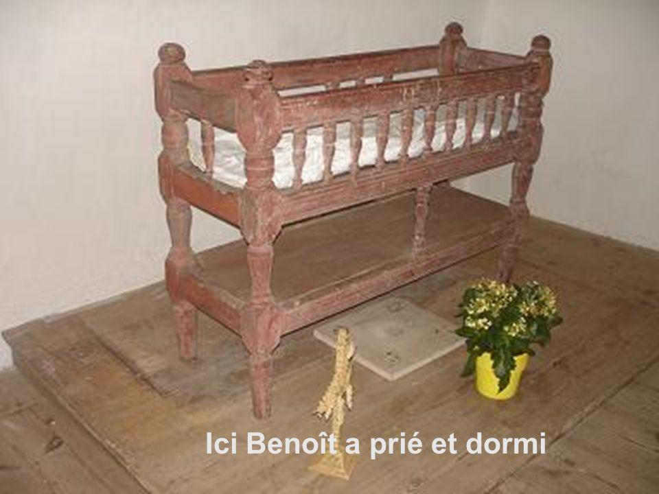 Cest au seuil de cette maison que Benoît, âgé de 21 ans, dit un adieu définitif à ses parents le 12 août 1769 et le 2 octobre suivant il leur écrit de