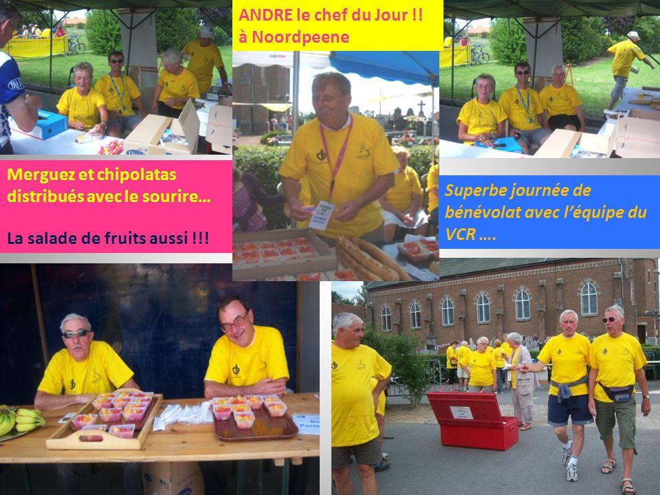 Merguez et chipolatas distribués avec le sourire… La salade de fruits aussi !!! ANDRE le chef du Jour !! à Noordpeene Superbe journée de bénévolat ave