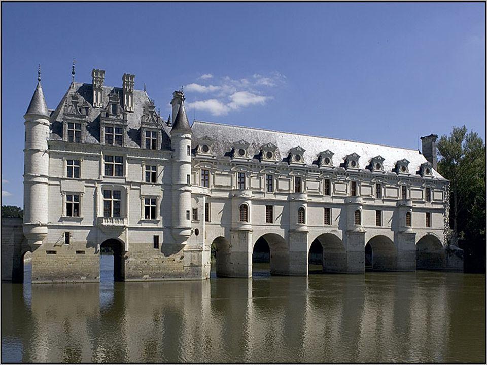 Claude Dupin, fermier général, acheta le château en 1733 au duc de Bourbon. Sa seconde femme, Louise Dupin, y tint salon et y reçut notamment Voltaire