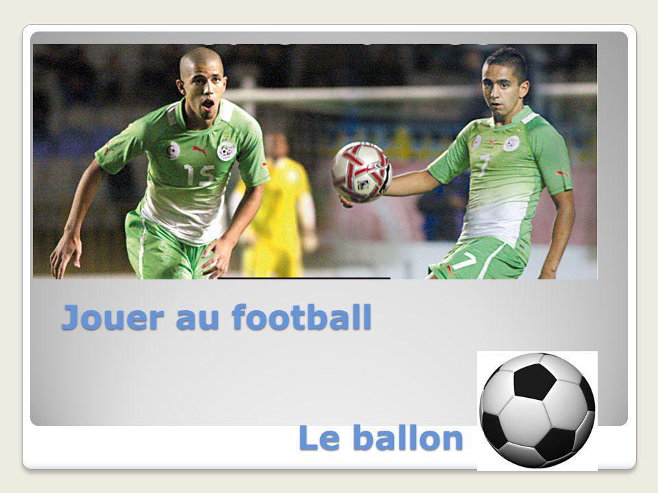 Le ballon Jouer au football