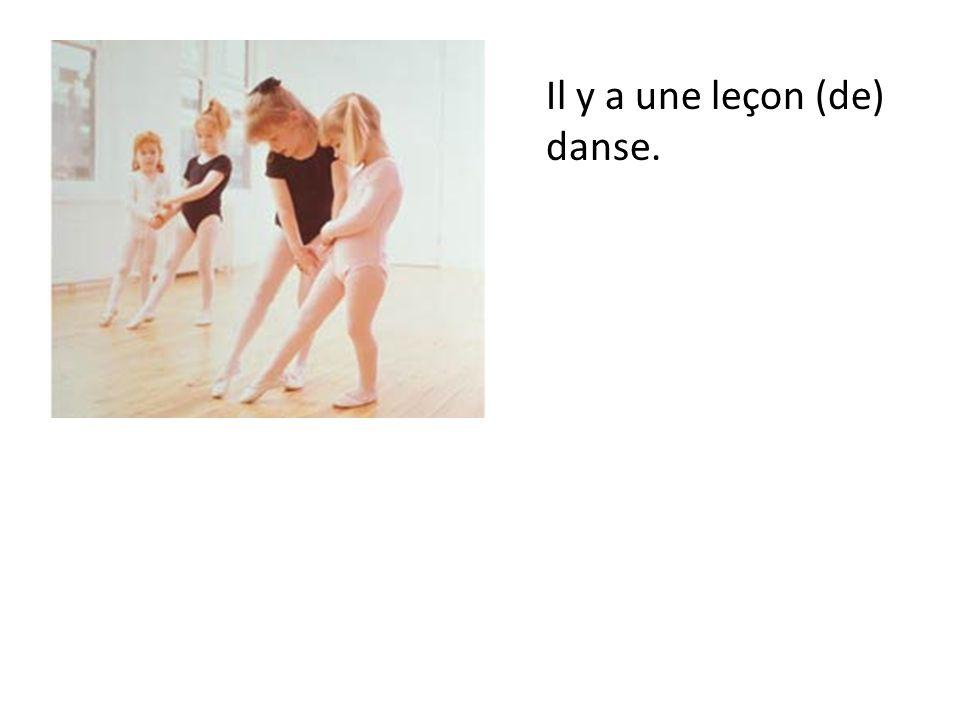 Il y a une leçon (de) danse.