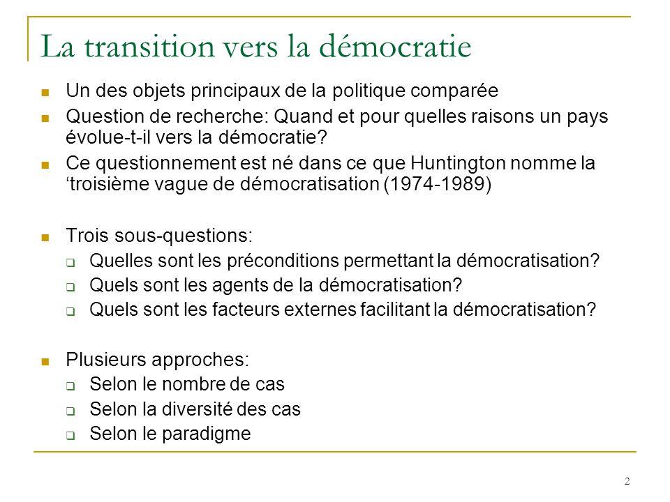 3 Samuel Huntington, The Third Wave, 1991 Grand N Cas dissemblables tant selon les variables indépendantes (le type de pays) que sur la variable dépendante (démocratisation ou pas) Combinaison dune approche économique et dune approche culturelle-sociologique
