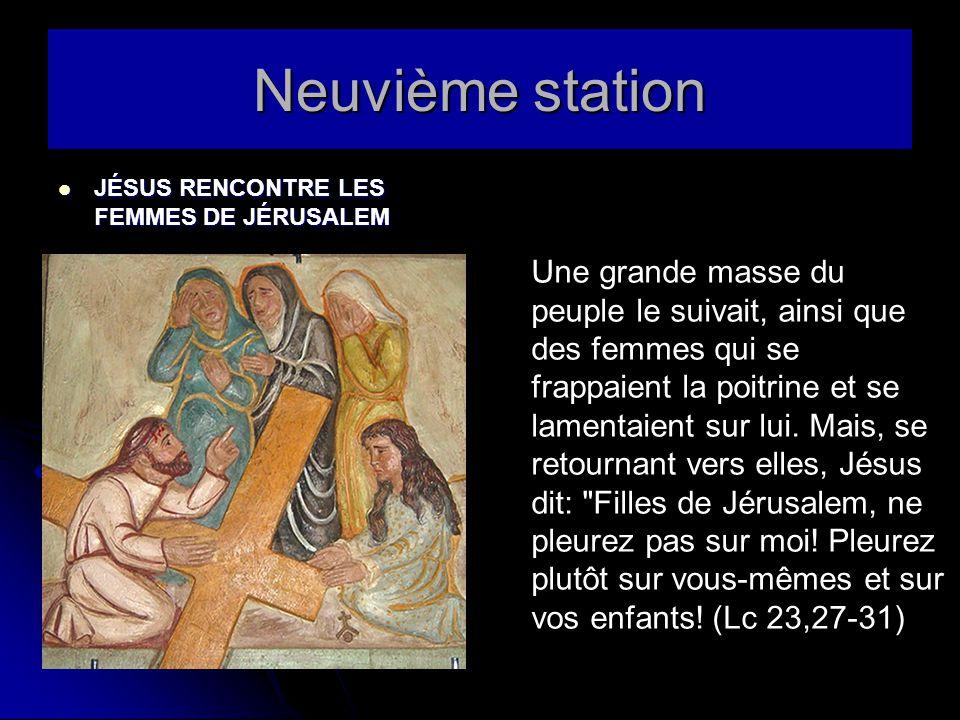 Neuvième station JÉSUS RENCONTRE LES FEMMES DE JÉRUSALEM JÉSUS RENCONTRE LES FEMMES DE JÉRUSALEM Une grande masse du peuple le suivait, ainsi que des