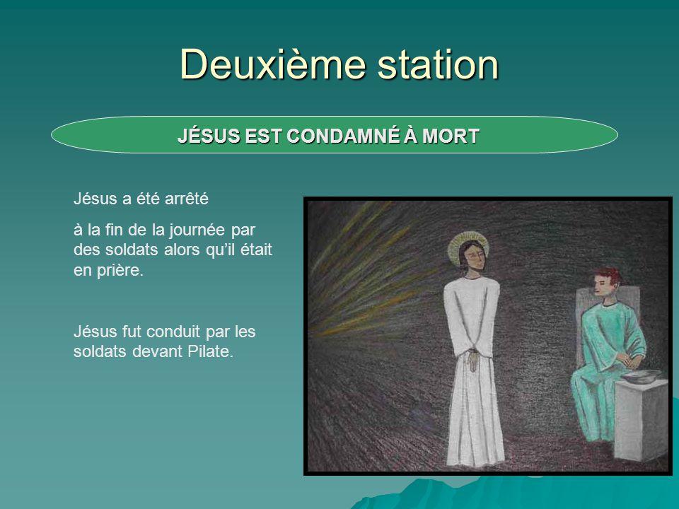 Deuxième station Jésus a été arrêté à la fin de la journée par des soldats alors quil était en prière. Jésus fut conduit par les soldats devant Pilate