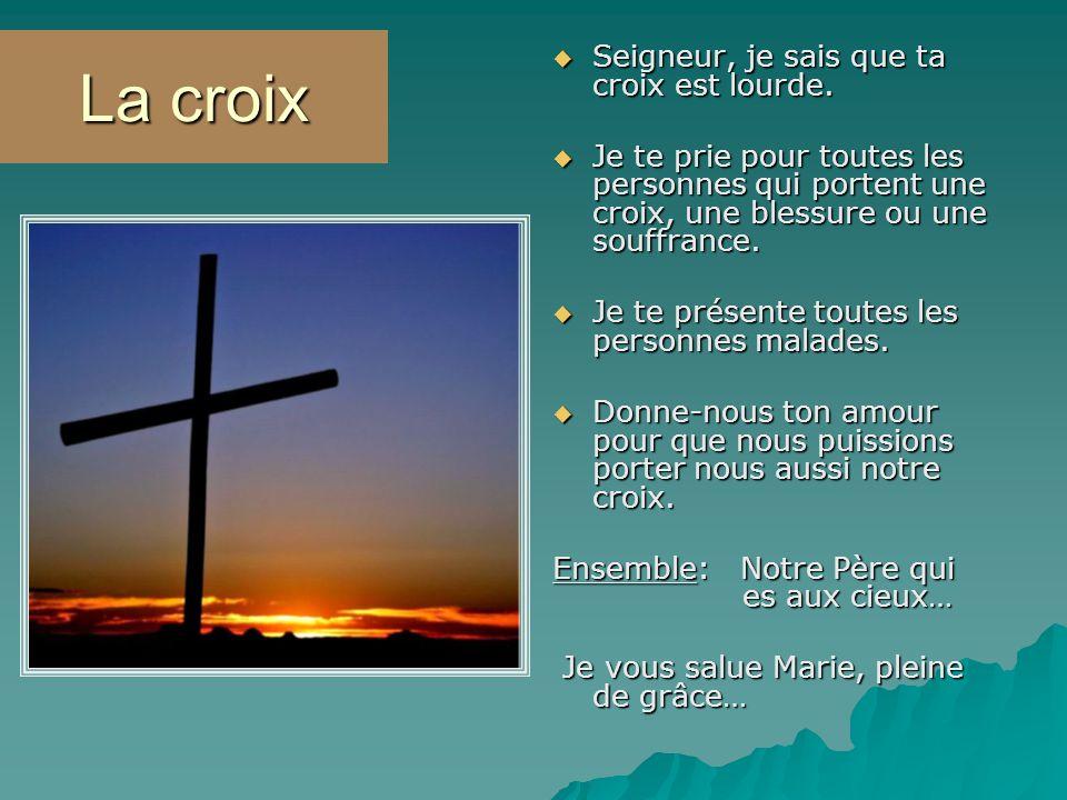 La croix Seigneur, je sais que ta croix est lourde. Seigneur, je sais que ta croix est lourde. Je te prie pour toutes les personnes qui portent une cr