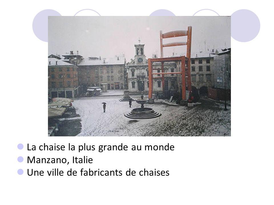 La chaise la plus grande au monde Manzano, Italie Une ville de fabricants de chaises