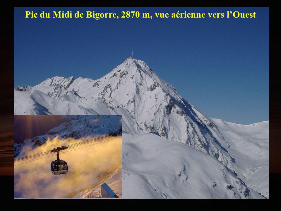 Pic du Midi de Bigorre, 2870 m, vue aérienne vers lOuest