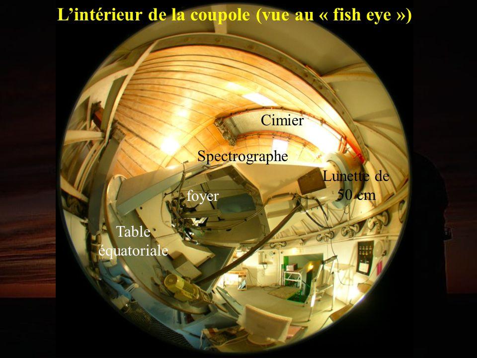 Cimier Lunette de 50 cm foyer Lintérieur de la coupole (vue au « fish eye ») Table équatoriale Spectrographe