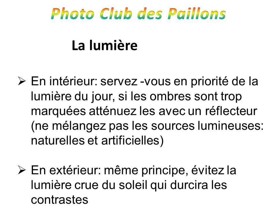 La lumière En intérieur: servez -vous en priorité de la lumière du jour, si les ombres sont trop marquées atténuez les avec un réflecteur (ne mélangez