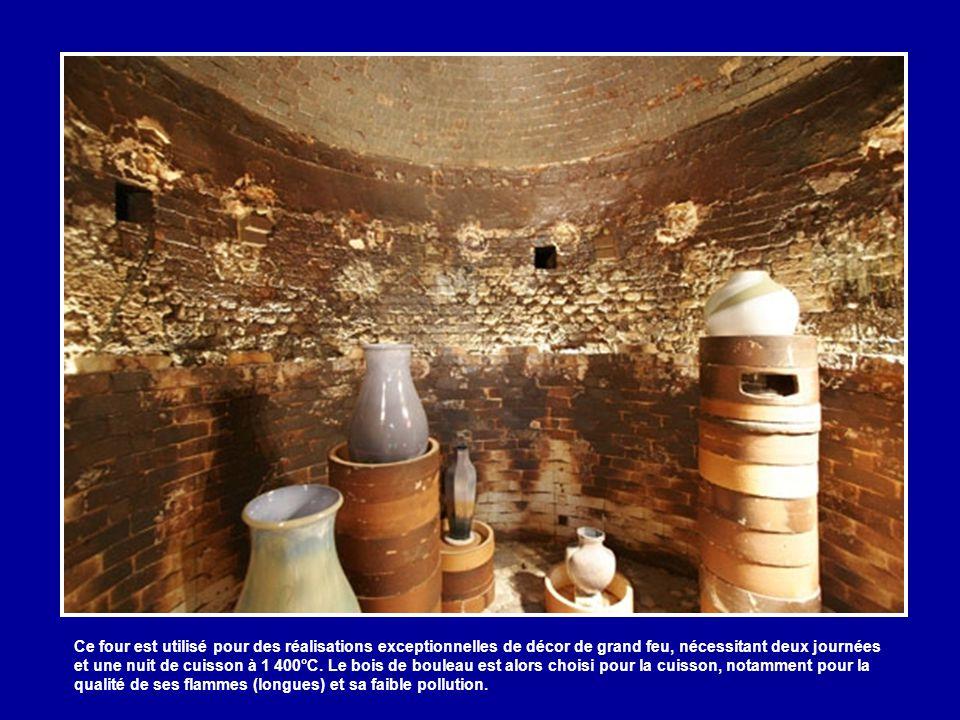 Ci-dessus : partie basse de deux des six fours à bois conservés à la Manufacture. L'un de ces fours classés est en activité une fois tous les 5 à 10 a