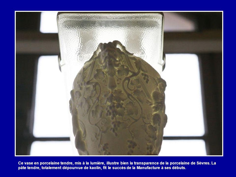 Ces moules servent à fabriquer des biscuits, c'est-à-dire des porcelaines non-émaillées et non décorées.