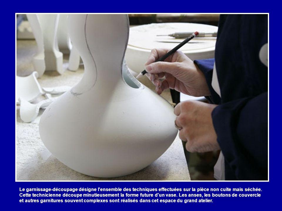 Ce tourneur façonne un instrument de musique imaginé par l'artiste contemporain Nicolas Frize.
