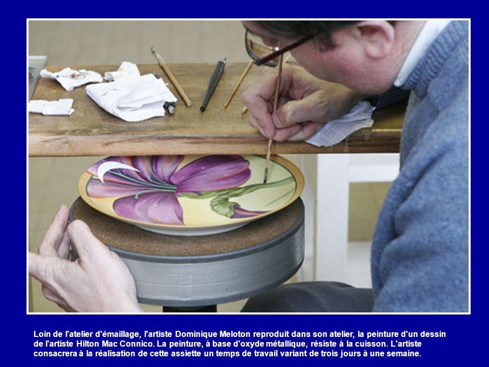 Chaque technicien vient au laboratoire chercher le pigment et la couleur dont il a besoin.