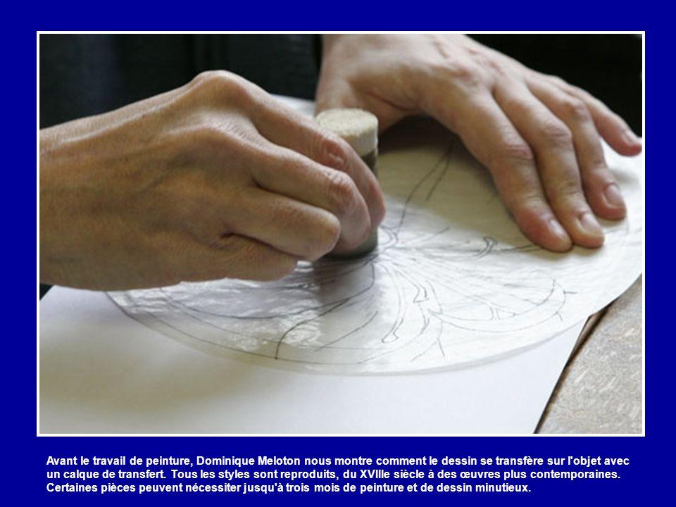 Loin de l'atelier d'émaillage, l'artiste Dominique Meloton reproduit dans son atelier, la peinture d'un dessin de l'artiste Hilton Mac Connico. La pei
