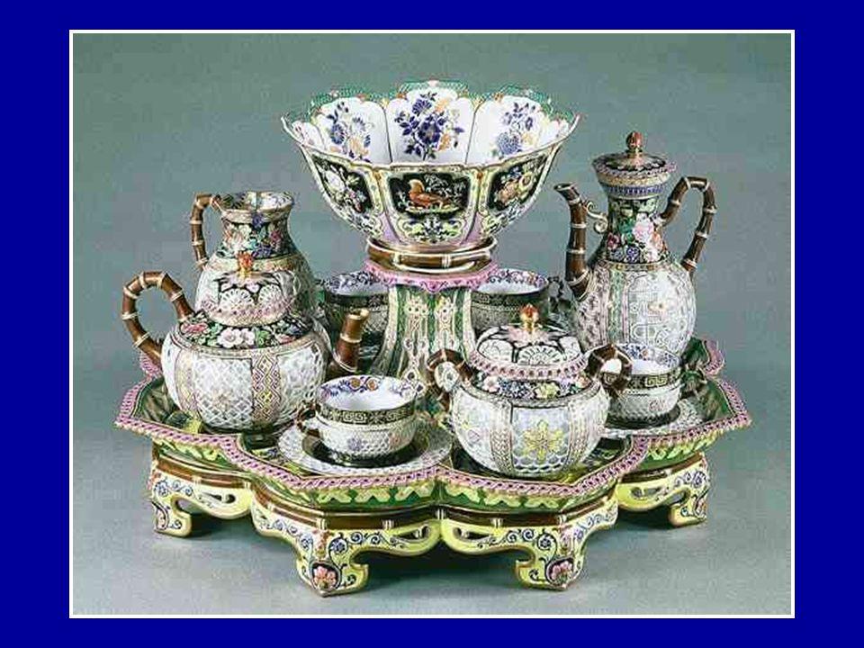 La Manufacture de Sèvres, de renommée mondiale, travaille la porcelaine de façon unique. Fabriquant toutes les matières premières, de la pâte à l'émai