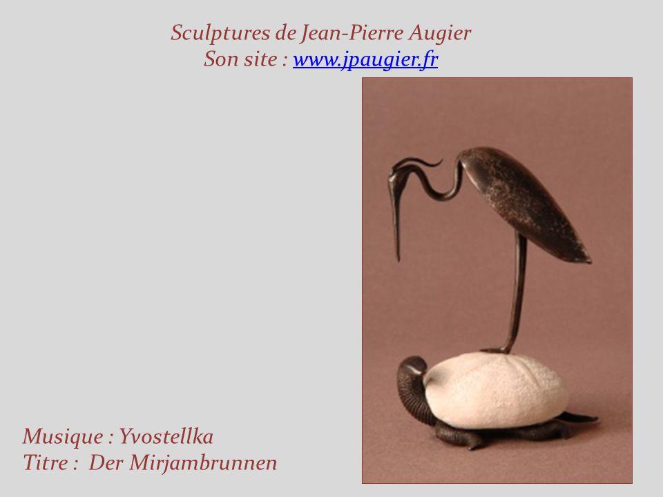 Jean-Pierre Augier vit et travaille au milieu des oliviers, à Saint-Antoine-de-Siga, berceau de sa famille, entre Levens et Saint-Blaise dans les Alpe