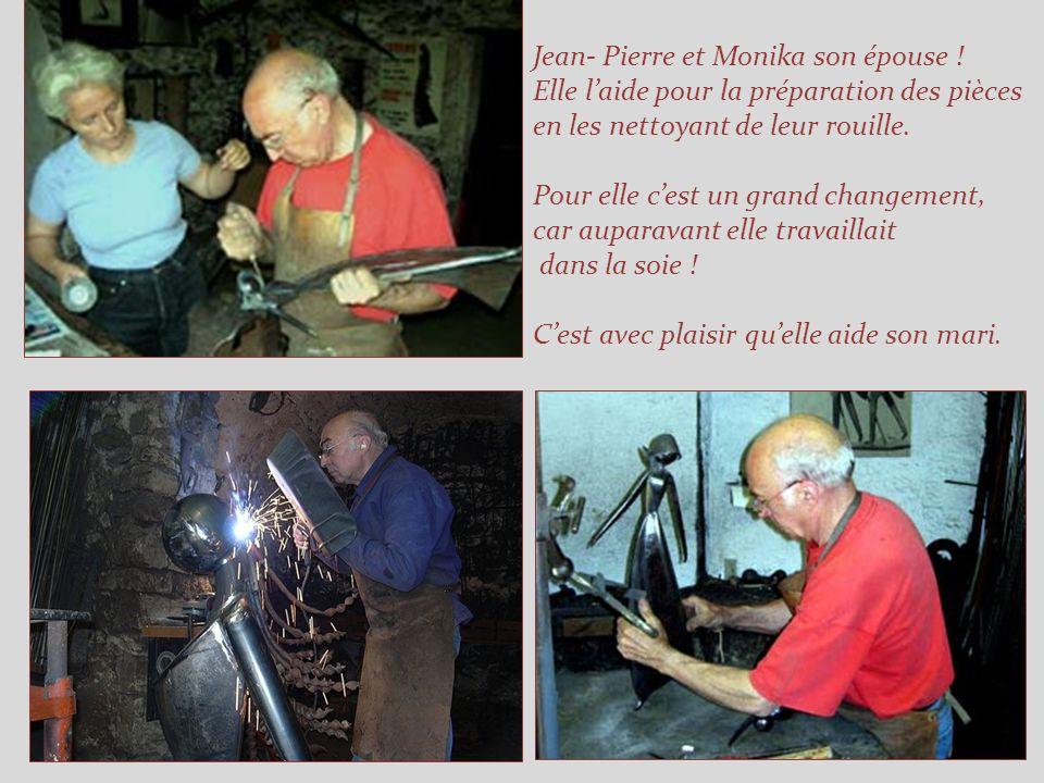 En 1977, il crée *Le Couple crochet* Depuis sa création, il bénéficie dune faveur particulière de son public. Il est devenu lœuvre phare du sculpteur.