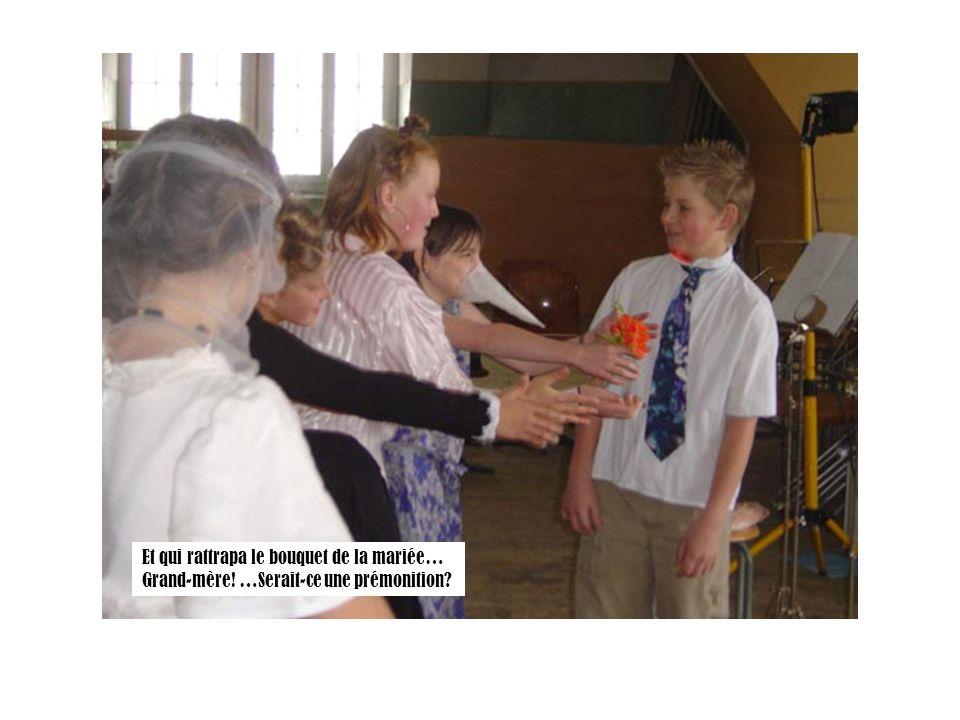 Et qui rattrapa le bouquet de la mariée… Grand-mère! …Serait-ce une prémonition?