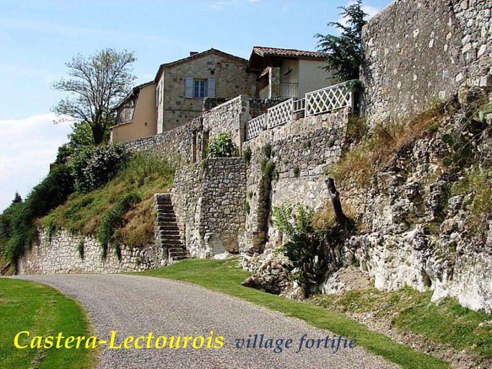 Fourcès rue du village