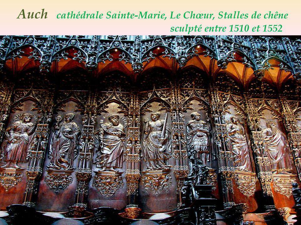 Deux des 18 verrières Renaissance, par Arnaud Moles Ste-Marie Auch cathédrale Ste-Marie lannonciation