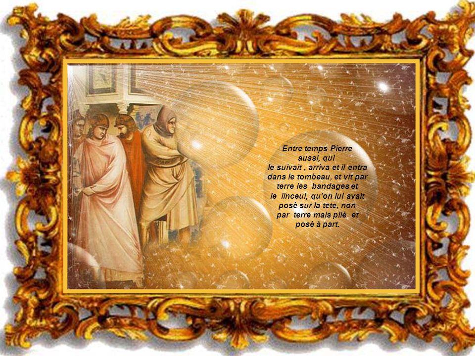 Ils couraient tous les deux, mais lautre disciple courut plus fort que Pierre et arriva la tombeau le premier. Se baissant il vit les bandages sur le