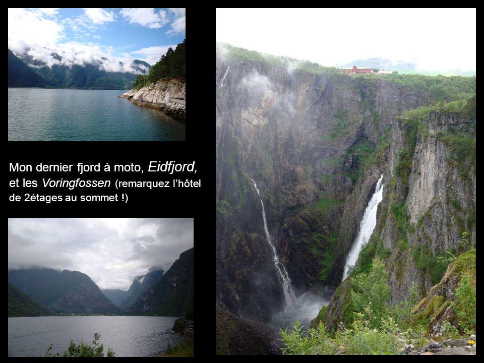 Mon dernier fjord à moto, Eidfjord, et les Voringfossen (remarquez lhôtel de 2étages au sommet !)