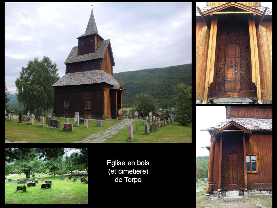 Eglise en bois (et cimetière) de Torpo