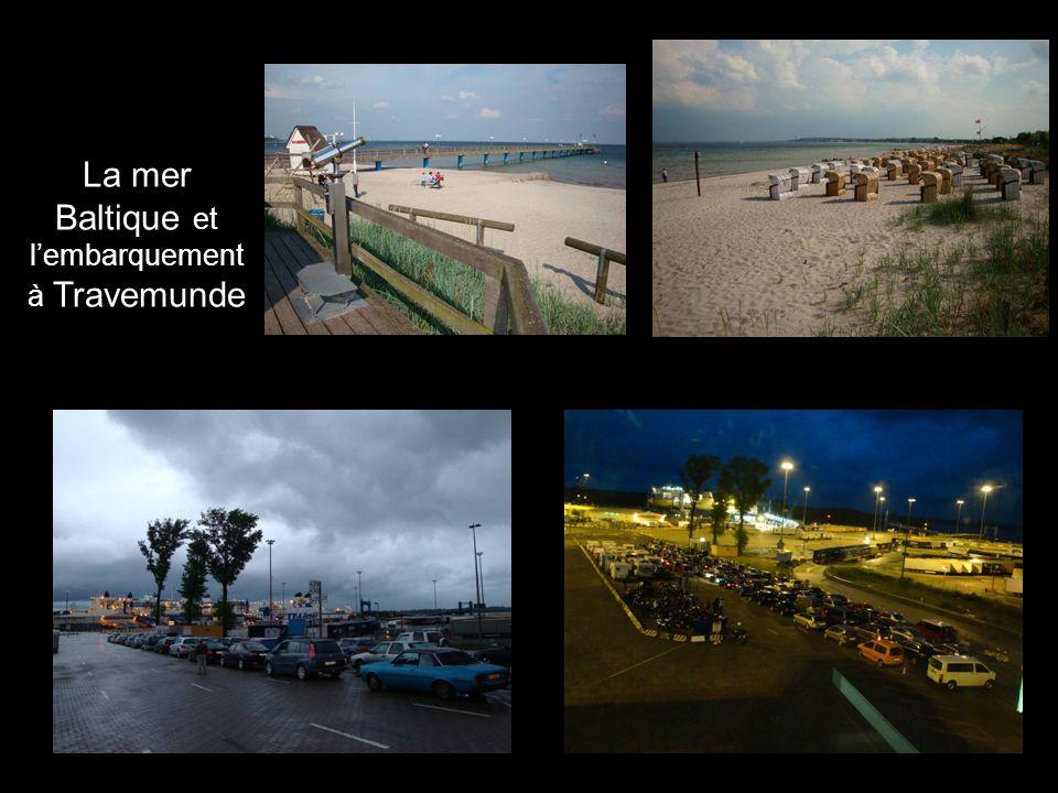 La mer Baltique et lembarquement à Travemunde