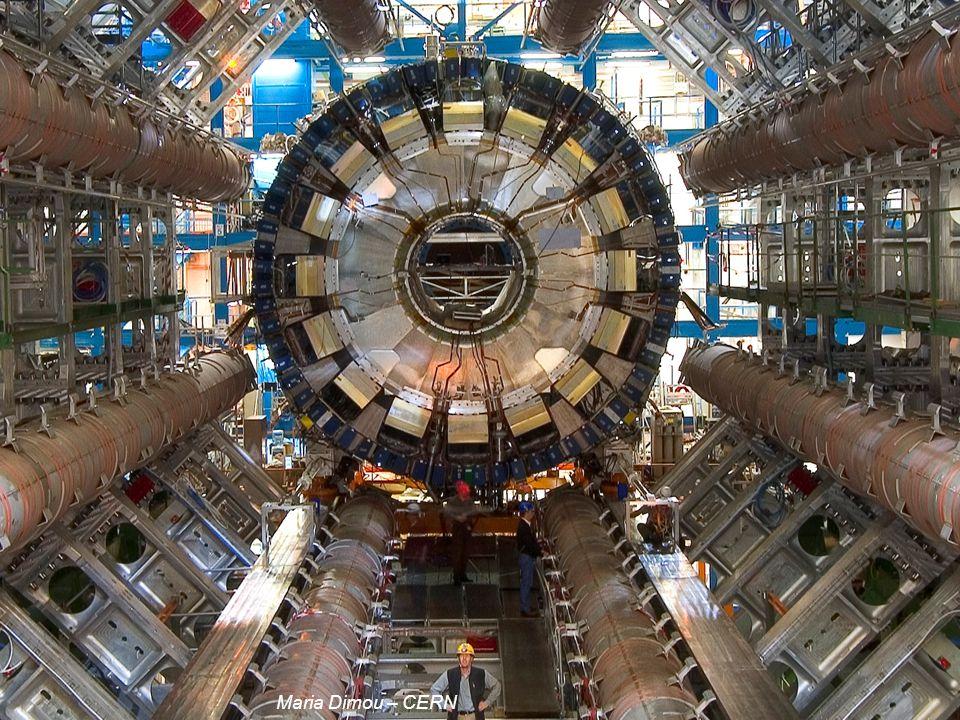 17 2011/04/04 7000 tonnes, 150 million de capteurs générant des données 40 millions de fois par seconde soit 1 petaoctet/s L experience ATLAS Maria Di