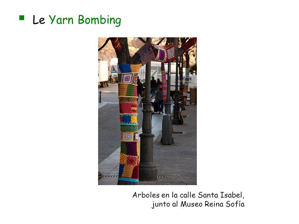 Le Yarn Bombing Arboles en la calle Santa Isabel, junto al Museo Reina Sofía