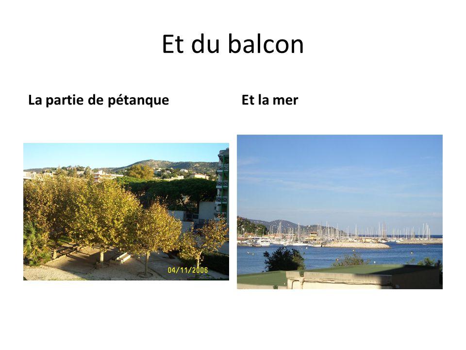 Et du balcon La partie de pétanqueEt la mer
