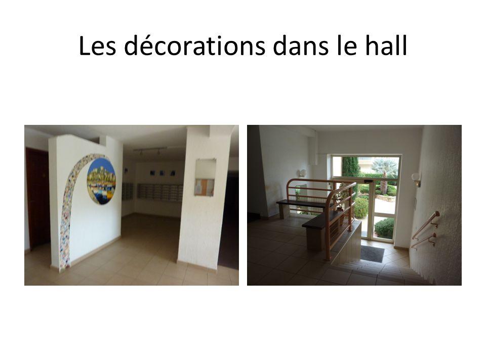 Les décorations dans le hall