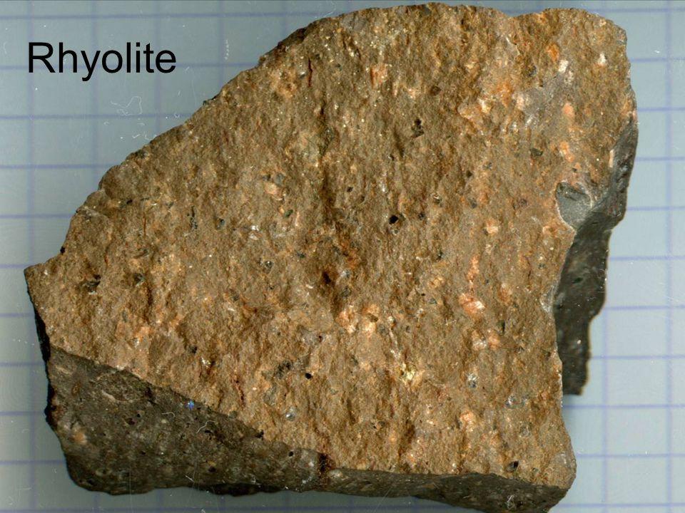 Exo 1 : les 3 grands types de roches IUne roche magmatique plutonique IIUne roche magmatique volcanique IIIUne roche sédimentaire détritique (accumulation de débris de roches préexistantes, fossiles, éléments arrondis) IVUne roche sédimentaire formée par précipitation (cristallisée) VUne roche métamorphique VIUne roche sédimentaire