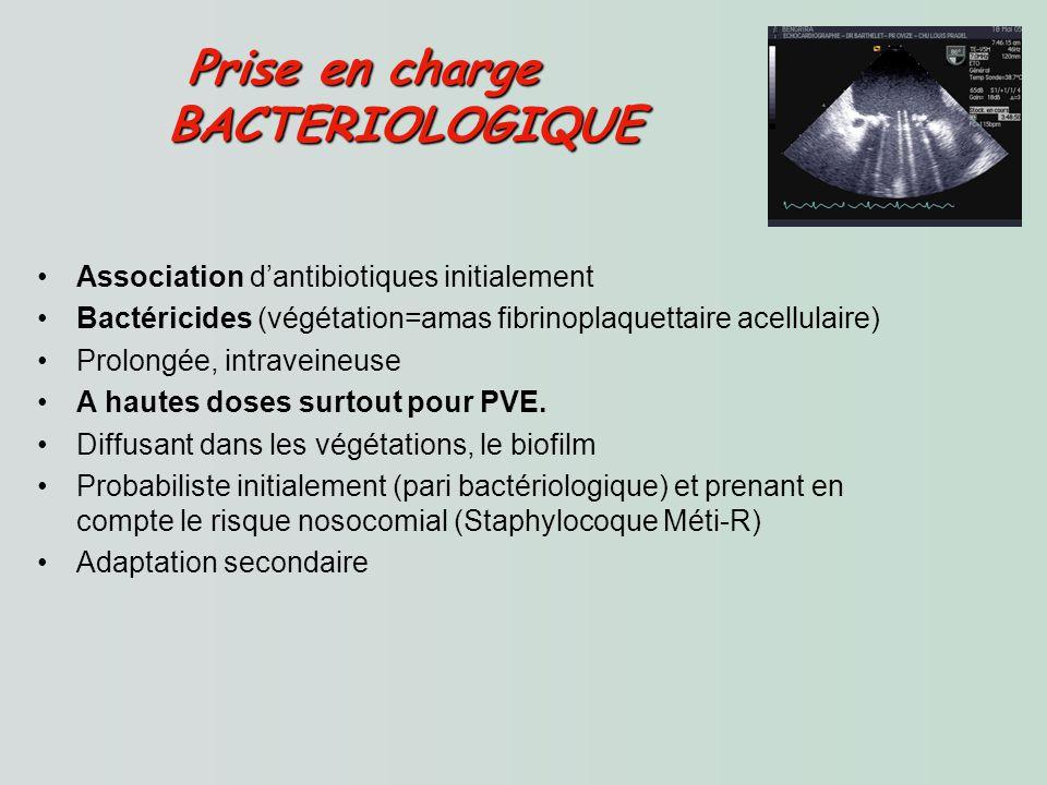 Association dantibiotiques initialement Bactéricides (végétation=amas fibrinoplaquettaire acellulaire) Prolongée, intraveineuse A hautes doses surtout pour PVE.