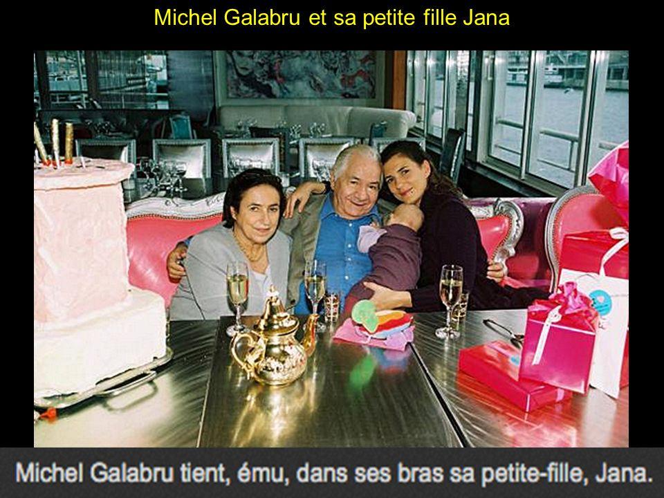 Michel Galabru et Emmanuelle, prennent la pose