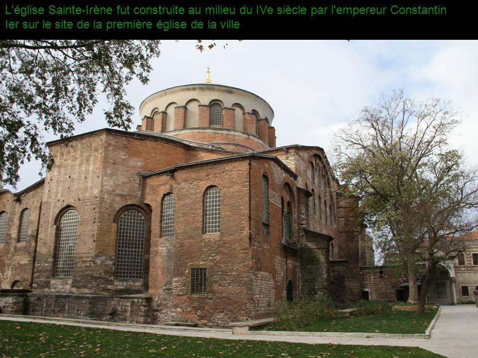 L église Sainte-Irène fut construite au milieu du IVe siècle par l empereur Constantin Ier sur le site de la première église de la ville