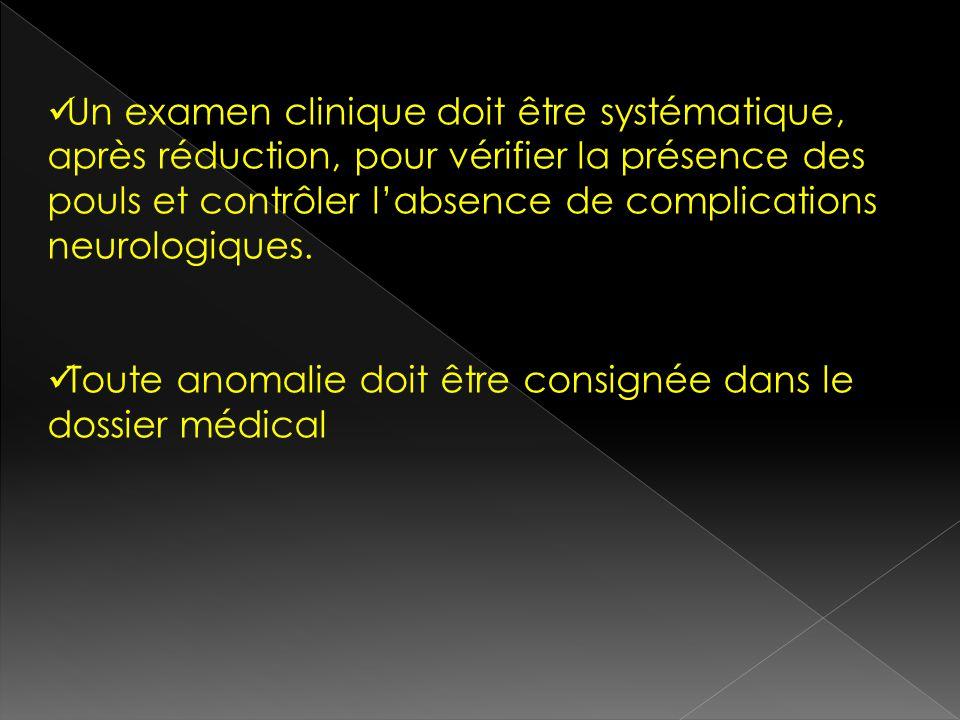 Un examen clinique doit être systématique, après réduction, pour vérifier la présence des pouls et contrôler labsence de complications neurologiques.