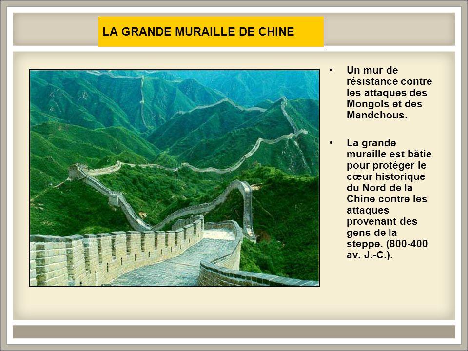 LA GRANDE MURAILLE DE CHINE Un mur de résistance contre les attaques des Mongols et des Mandchous.