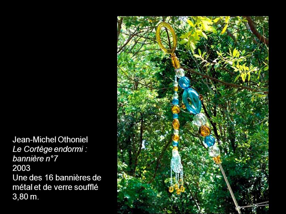 Jean-Michel Othoniel Le Cortège endormi : bannière n°7 2003 Une des 16 bannières de métal et de verre soufflé 3,80 m.