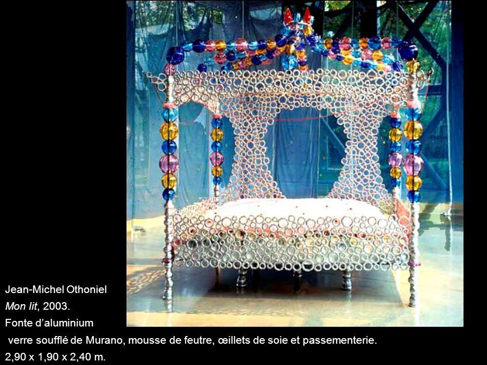 Jean-Michel Othoniel Mon lit, 2003. Fonte daluminium verre soufflé de Murano, mousse de feutre, œillets de soie et passementerie. 2,90 x 1,90 x 2,40 m