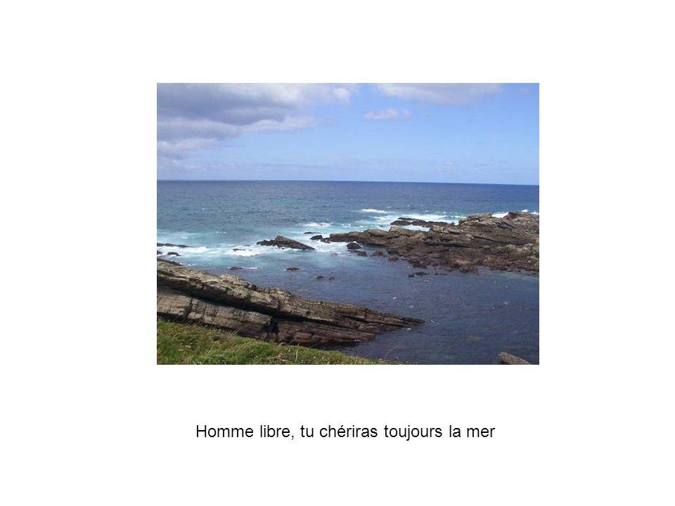 Homme libre, tu chériras toujours la mer