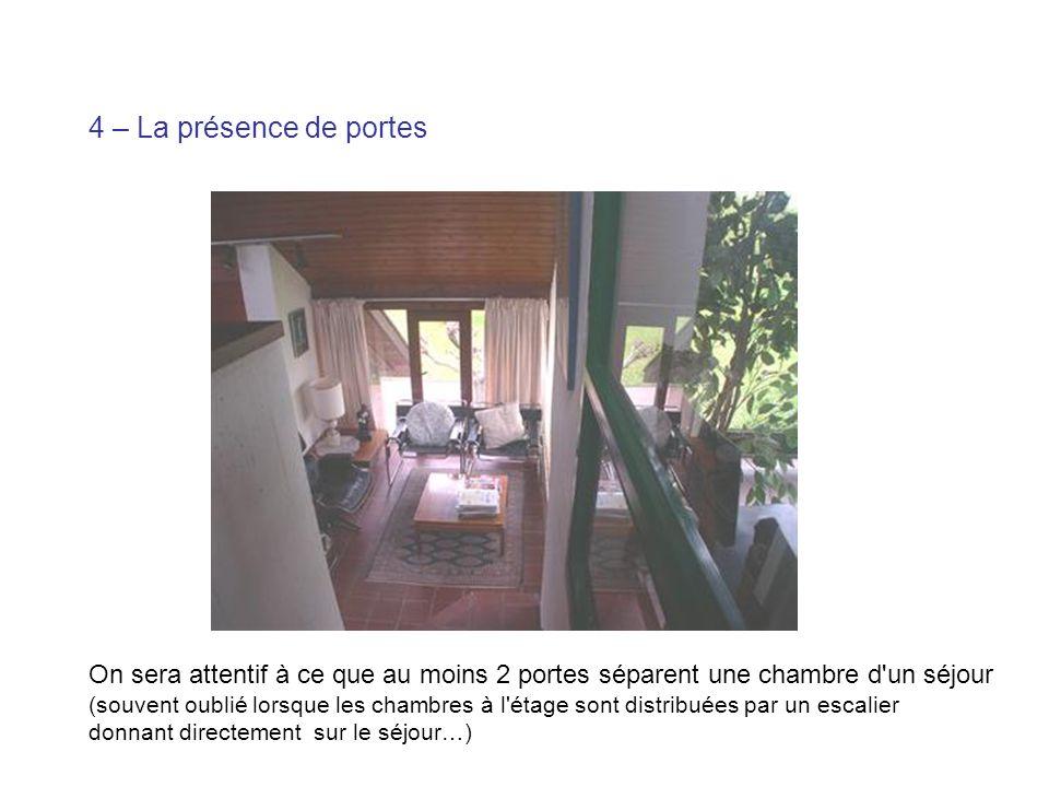 On sera attentif à ce que au moins 2 portes séparent une chambre d'un séjour (souvent oublié lorsque les chambres à l'étage sont distribuées par un es