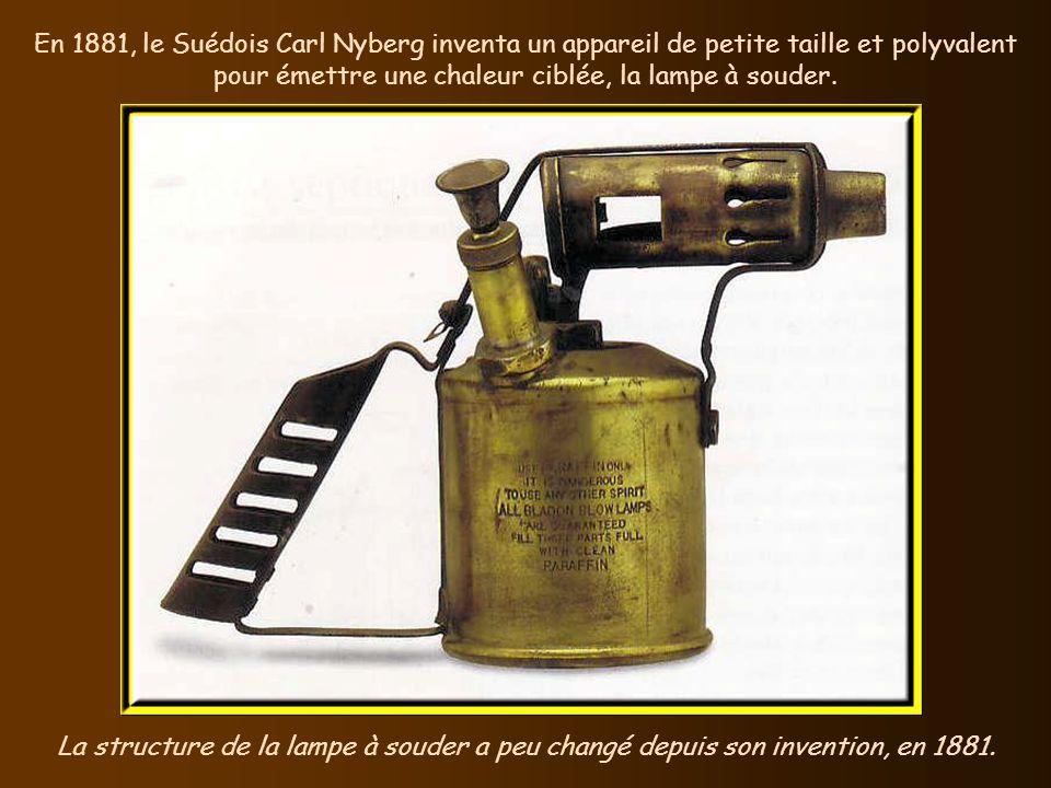Cest en 1880 que lobstétricien français, Etienne Stéphane Tarnier, demanda laide dune éleveuse de poulets, Odile Martin, pour réaliser une couveuse qu