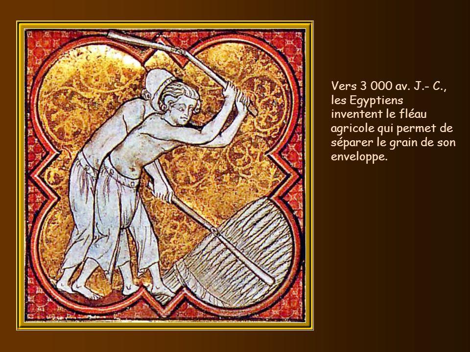Vers 3 500 av. J.- C., les Egyptiens domptent la force du vent sur leau en adaptant une voile à leurs barques. Vers 3 000 av. J.-C., les Egyptiens rév