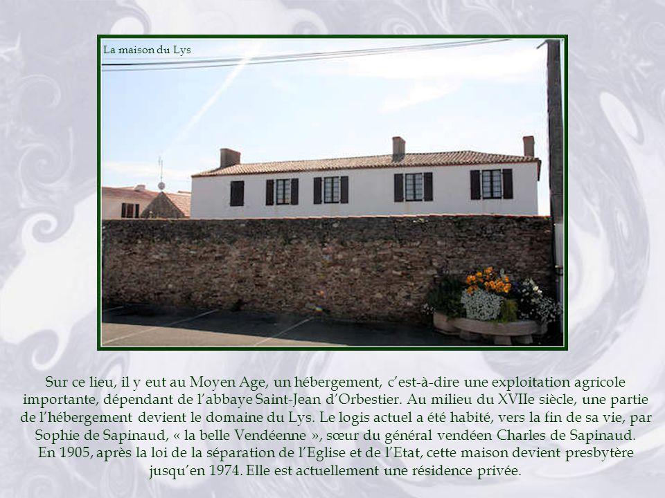A cet emplacement existait, au XVIIe siècle, une maison noble appartenant à André Massé, écuyer, époux de Marguerite de la Voyerie.