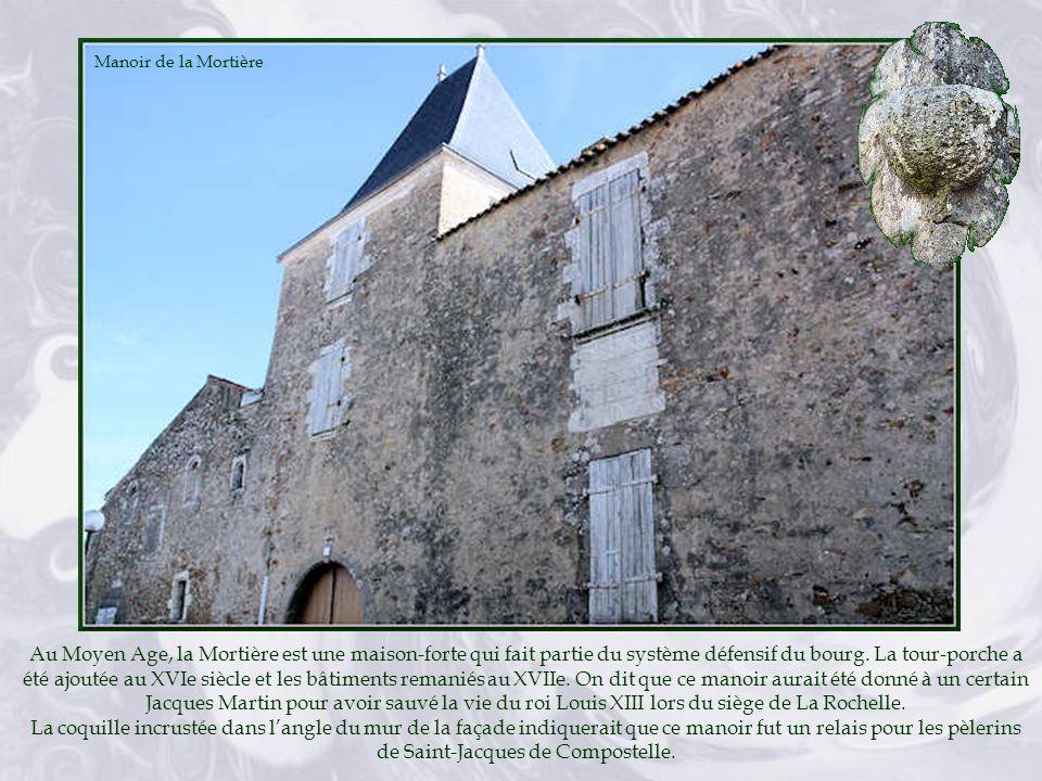 Ancienne borderie, ces bâtiments deviennent en 1843 une école de filles gérée par les Sœurs Ursulines de Jésus de Chavagnes, jusquen 1870.