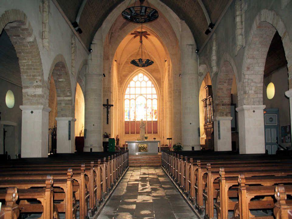 Le mur sud et la « tour des sarments » Le style basilical du plus vieil édifice du pays des Olonnes, utilisé par les Carolingiens, laisse supposer que léglise Sainte-Marie dOlonne existait avant sa première mention en 1042.